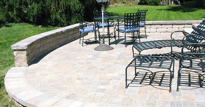 Patios With Seating Walls